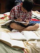 Как «заставить» ребенка делать уроки
