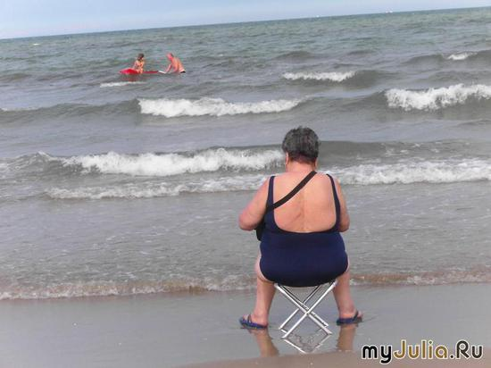Женщина и море.