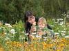 Самый нежный цветок в руках мамы