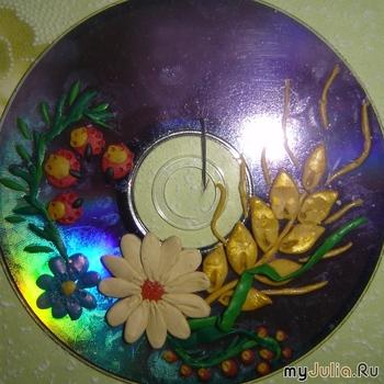 Бисер.  Зубочистка или тонко отточенная спичка.  Основа (испорченные диски, старые пластинки, цветной или обычный...