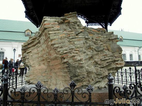 часть стены Успенского собора