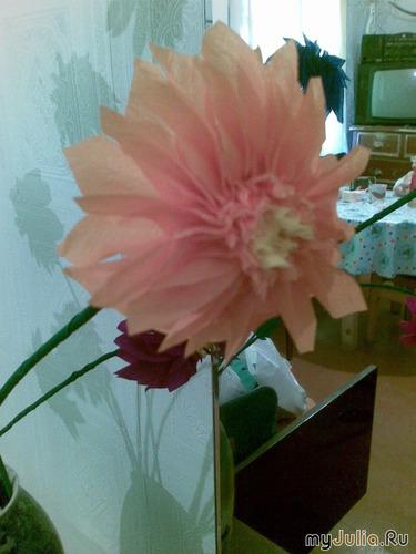 цветок в технике торцевания на пластилине.
