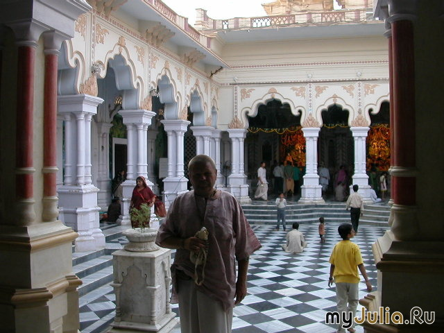 Храм ИСККОН во Вриндаване, Индия