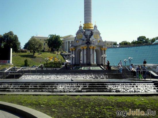 Каскадный фонтан у Монумента Независимости