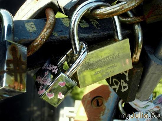 Замочки на мосту влюблённых