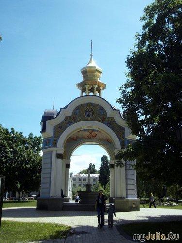 Капличка на территории Михайловского монастыря