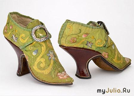 f3d268a1f Женщины эпохи Возрождения не обратили на каблук должного внимания, так как  увлечены были платформами. Только в XVII в. появляется в моде высокий каблук,  ...