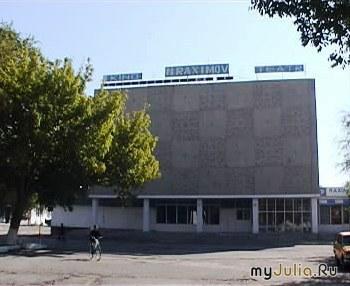 кинотеатр Бахор (весна)