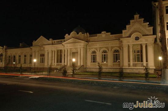 Кокандский нефтяной коледж здание  постройки 1904 года