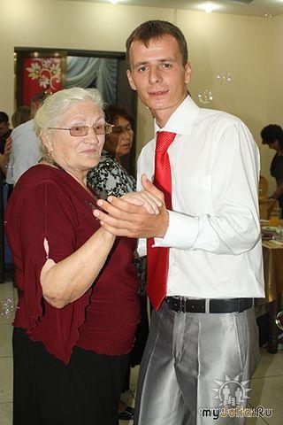 Это я с любимым внуком на его свадьбе