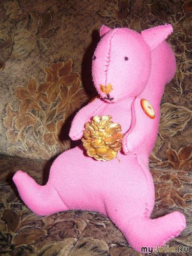 Белка с золотой шишкой (д/р 25.11.2009)