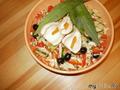 Салат из свежих овощей с маслинами и креветками