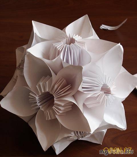 В 1967 году в Англии открылось первое общество любители оригами.  Оно вышло из недр существовавшего до этого общества...