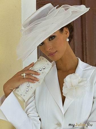 """Понятия  """"шляпа """" и  """"шляпка """" появились в галантном XVIII веке и обозначали головной..."""