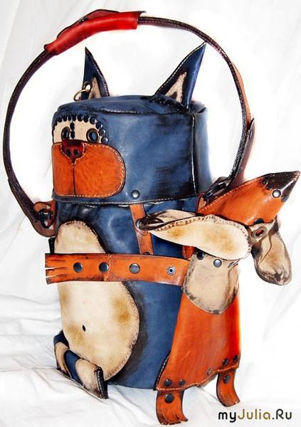Сумка-трансформер: Ручка позволяет носить сумку через плечо.  Мышь отстегивается и носится как поясная сумка.