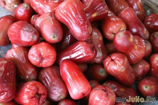 Фрукт экзотический - Розовое яблоко