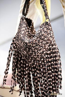 Bottega Veneta весна-лето 2010.  Плетеная сумка от Bottega Veneta.