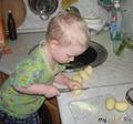 мама почистила картошку, а я порежу