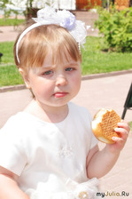 Девочка и Пирожок