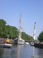 По реке Дане барк водили...