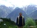 На фоне священной горы Киннер Кайлаш