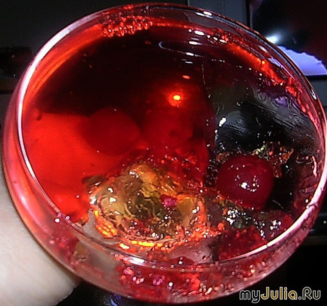 Необычное ягодное желе с шампанским.  Свежие ягоды (500 грамм).  (КИРМИ:А по сезону, я думаю, можно использовать и...