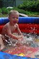 Самое веселое на даче для сына - купание в бассейне!