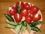 Тюльпаны из помидор с моцареллой