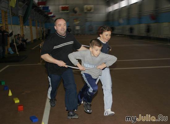 Стремление вперед:мама,папа, я - спортивная семья!