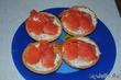 Тарталетки с яйцом и копченым лососем