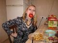 Красный помидор мне к лицу)