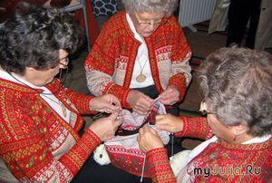 Рхема вязания пуловера с норвежским узором и шапочкой.