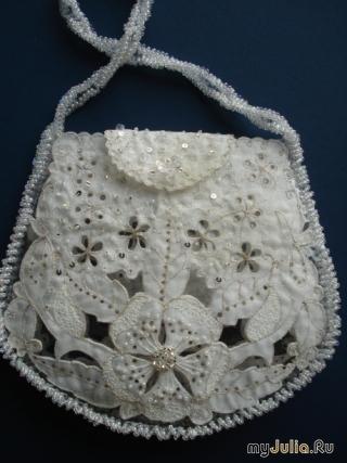 бусинками и/или кристаллами. такая свадебная сумочка невесты может быть как с металлическими вставками, так и сшитая целиком из ткани с дополнительным