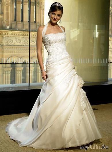 Стиль «Бальное платье» предполагает пышность, как в платьях стиля барокко. Не рекомендуется невестам низкого роста: укорачивает фигуру и делает ее
