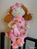 Юленька с куколкой
