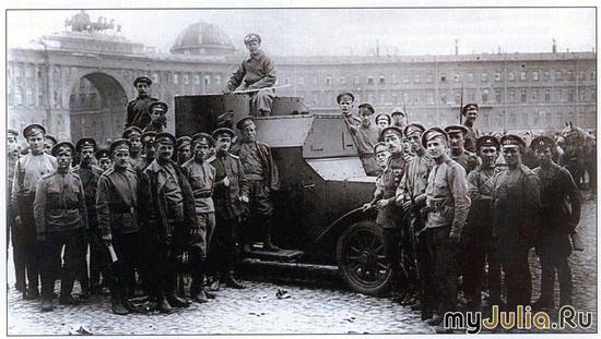 Броневики на площади в 1917 г.