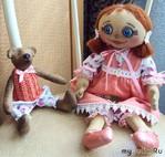 Кукла в розовом, с медведем :)