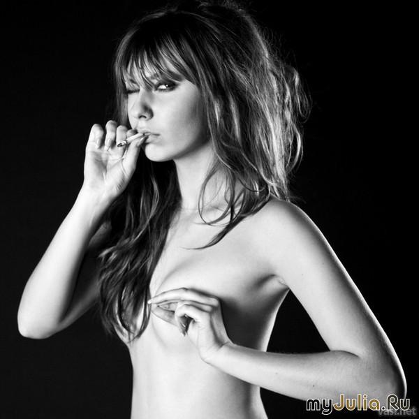 Видишь? . Женщины хватаются за сигарету чаще мужчин! . И пусть разница не