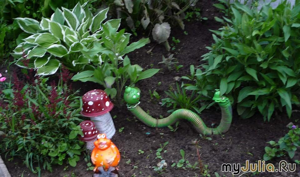 Сделать гусеницу для сада своими руками