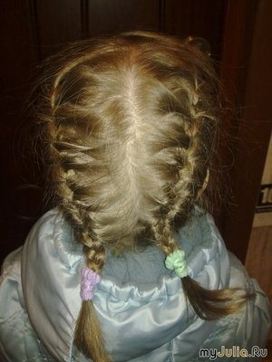 У моей сестрички Славные косички!