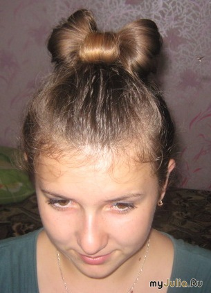 Бант из волос.