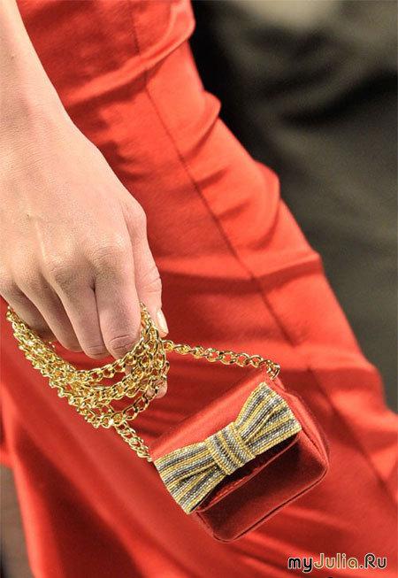 ...из коллекции Moschino осень-зима 2011-2012: дамские сумочки,moschino.