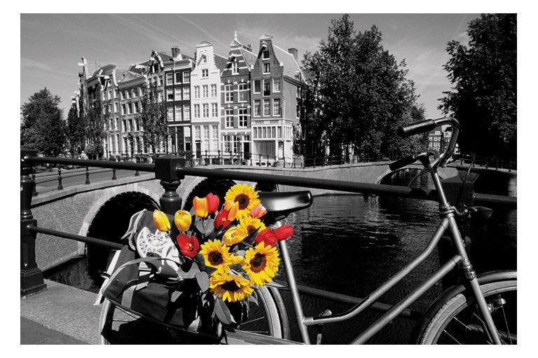 Красивые черно-белые фотографии с цветными вставками.