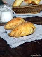 Пирожки с яблоками и сыром