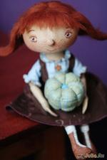Девочка с голубой тыквой