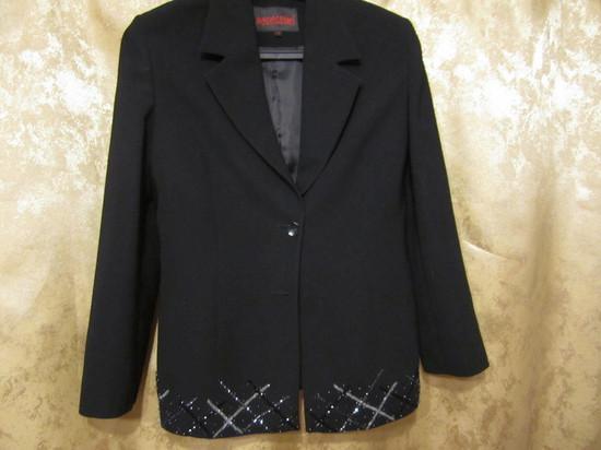 женский классический пиджак с люриксом на подоле, разм.40-42..ц.2.300т.р.,