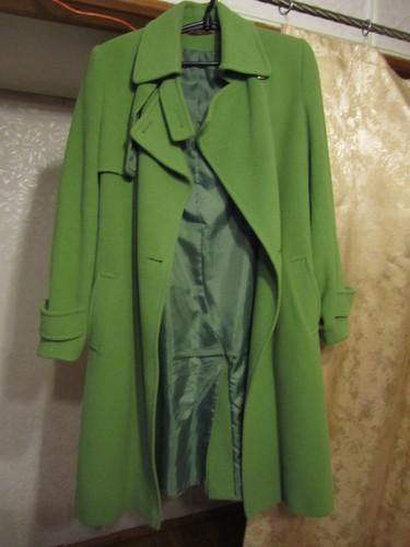 пальто кашемировое. насыщенный зеленый цвет. не ядовитый, очень приятный..разм.38-40, ц.1.500т.р.