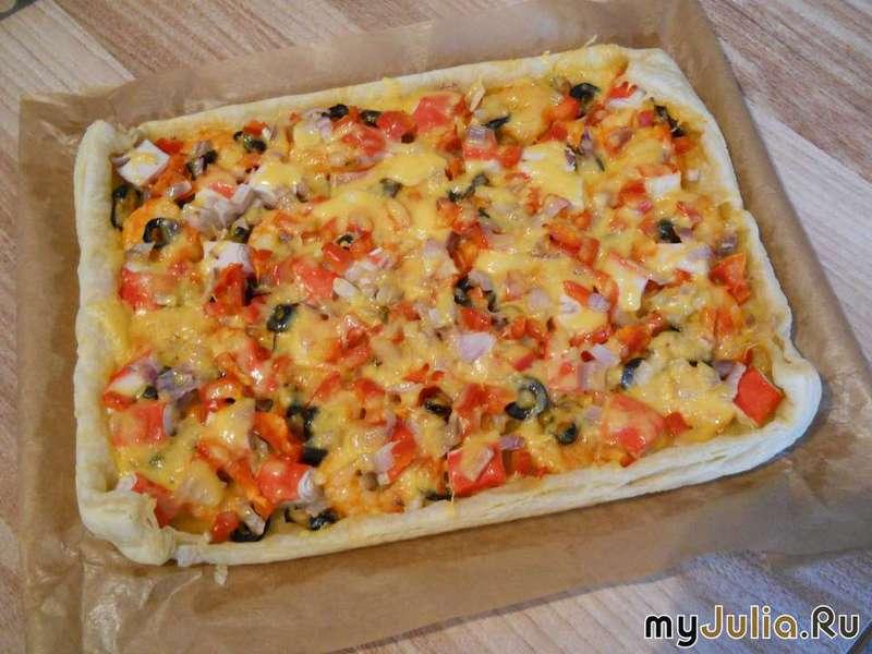 Пицца из слоеного теста с морепродуктами