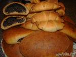 Пирожки с маком и рогалики со сливовым повидлом