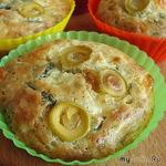Закусочные маффины с сыром и оливками